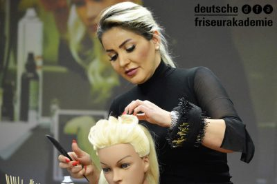 Bild zu 4 Nations Show + Workshop Glamour Hochstecken by Yeliz Kaya