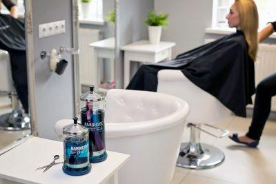 Bild zu Desinfektionsmaßnahmen fest im Salonalltag integrieren