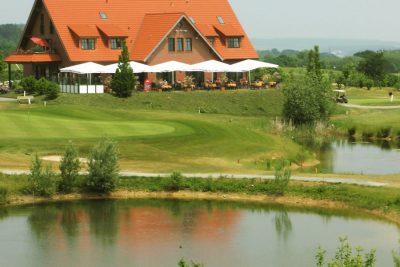 Bild zu Der Charity Golf-Cup in Miniatur