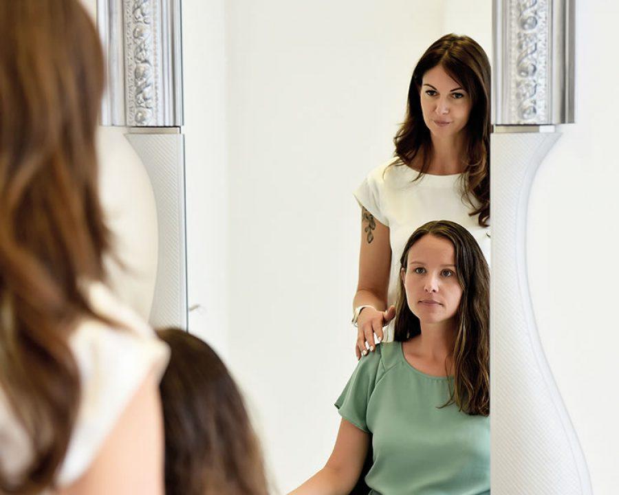 Salonkunden mit Kopfhaut- und Haarproblemen im Fokus