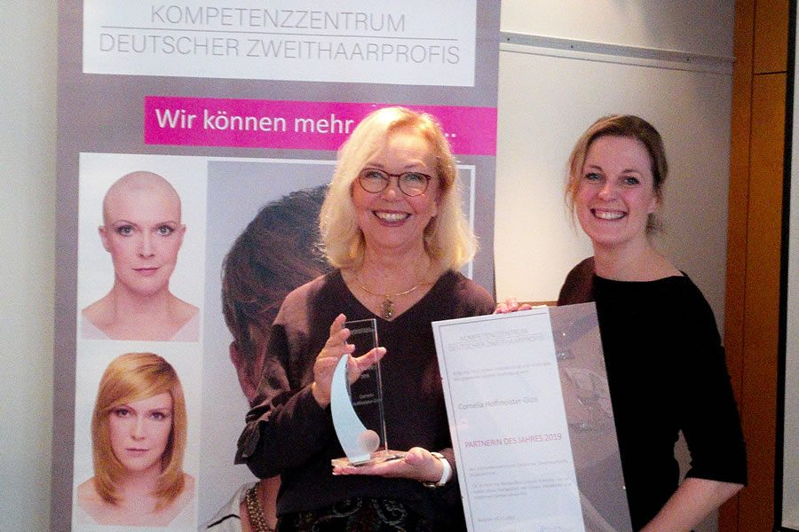 Cornelia Hoffmeister-Gizzi erhält Partner-Award des Kompetenzzentrums Deutscher Zweithaarprofis
