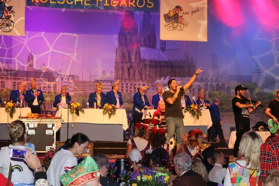Abfeiern, bis der Arzt kommt bei der Kostümsitzung der Kölschen Figaros 2020