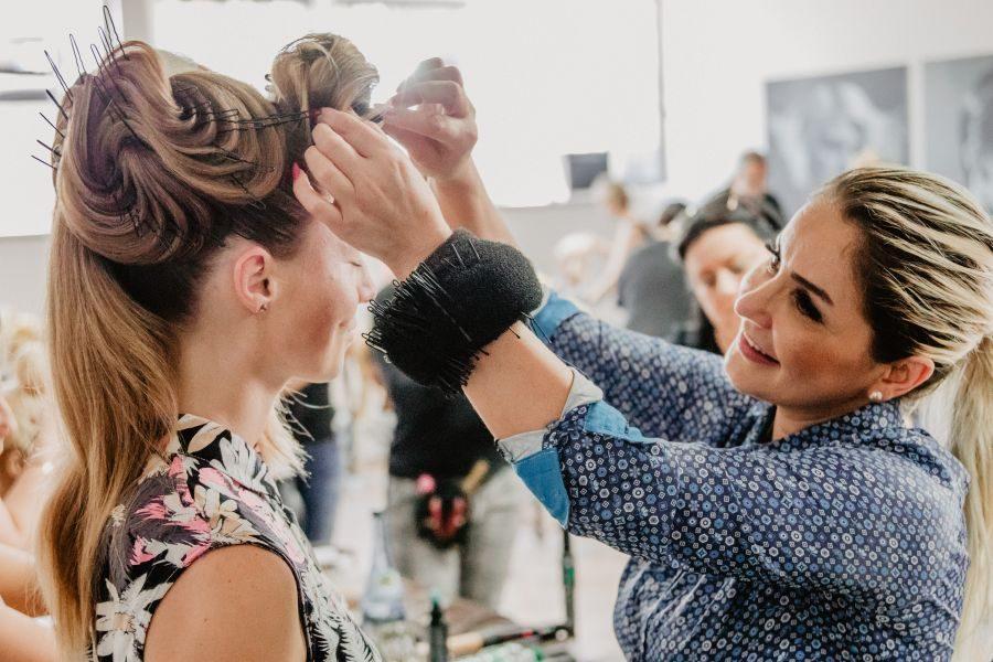 Hochsteck-Seminare mit internationaler Hair Artistin Yeliz Kaya