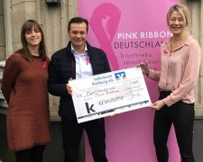 KEVIN.MURPHY spendet für Pink Ribbon - Bild