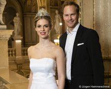 Steinmetz-Bundy Privatsalon inszeniert das Haar-Styling der Debütantinnen am Opernball - Bild