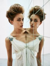 Frisuren-Trends 3 - The Bride and her Mirror