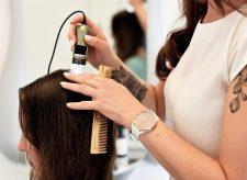2   Salonkunden mit Kopfhaut- und Haarproblemen im Fokus