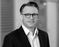 Friseur-Zeitschrift Tobias Staehle wird Managing Director DACH bei Revlon/ Elizabeth Arden