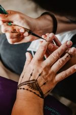 2 | Henna-Tattoos live im Friseurmuseum