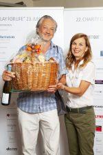 10 | Friseure und ihre Gäste ergolfen 12.200 Euro für eine bessere Zukunft