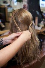 Frisuren-Trends 24 - Step-by-Step zum Weihnachtslook