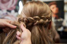 Frisuren-Trends 26 - Step-by-Step zum Weihnachtslook
