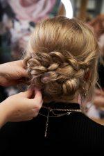 Frisuren-Trends 33 - Step-by-Step zum Weihnachtslook
