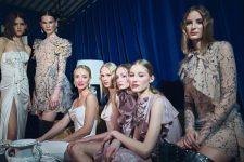 Frisuren-Trends 1 - La Biosthétique Paris entwirft als exklusiver Beauty Partner Haar- und Make-up Looks zur feenhaften Lana Mueller Show Innocence