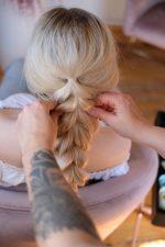 Frisuren-Trends 24 - Corona-Frisur leicht gemacht
