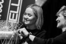 Frisuren-Trends 1 - The Red Thread von Lisa Bedrava