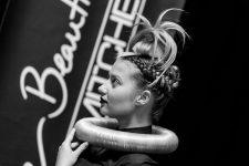 Frisuren-Trends 31 - The Red Thread von Lisa Bedrava