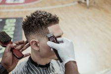 Frisuren-Trends 10 - MidFade Curly Top